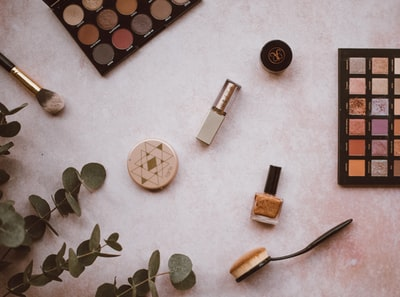 Which beginner makeup kits are best for beginners?